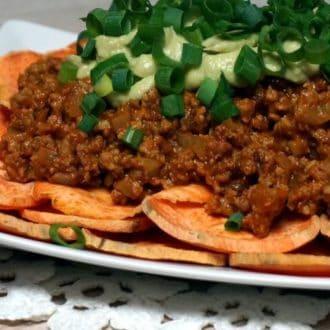 Batatowe nachos bolognese